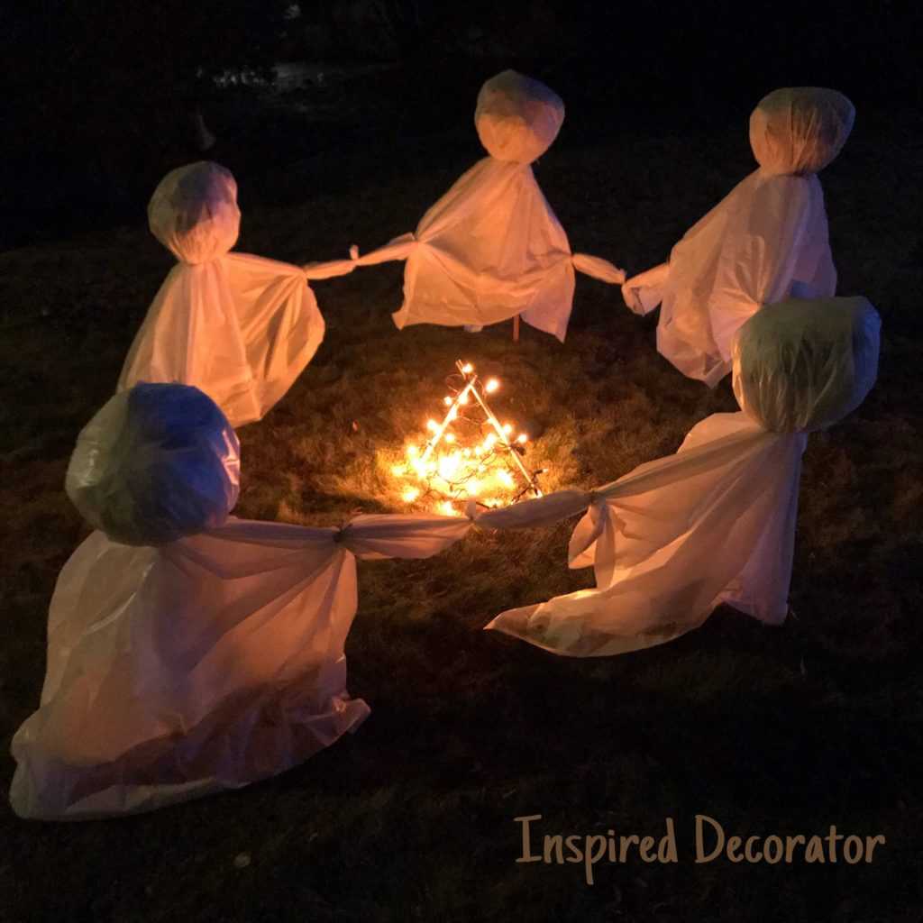 These dancing ghosts sure make a statement for Halloween! A simple and easy Halloween decoration to make. Instructions are included! www.inspireddecorator.com