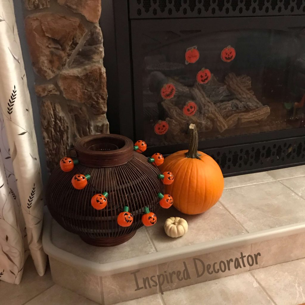 Simple and easy Halloween decorating. It doesn't have to be big to make an impact! www.inspireddecorator.com