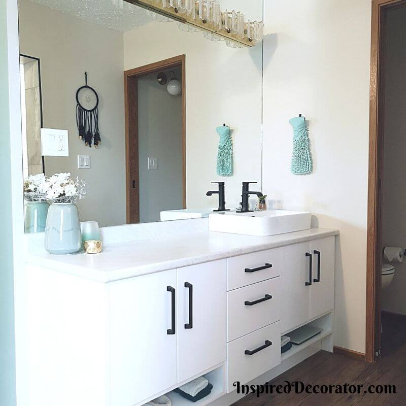 Relaxing and open ensuite bathroom - the Inspired Decorator