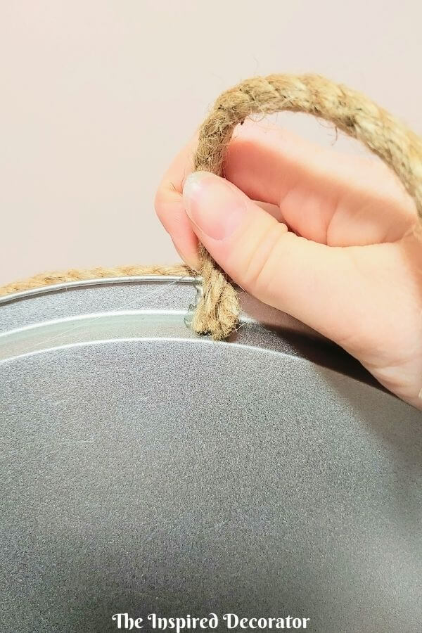 Step 10: Hot glue the rope tray handles to the back of the pizza pan.
